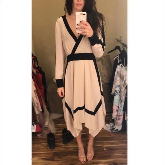 BCBGMaxAzria Dresses & Skirts - BCBG Maxazria Dress size XS